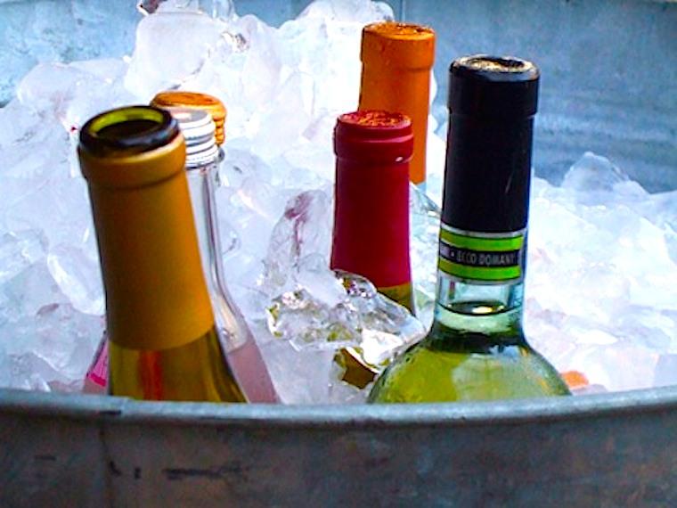 Balde de gelo. O melhor amigo do vinho.