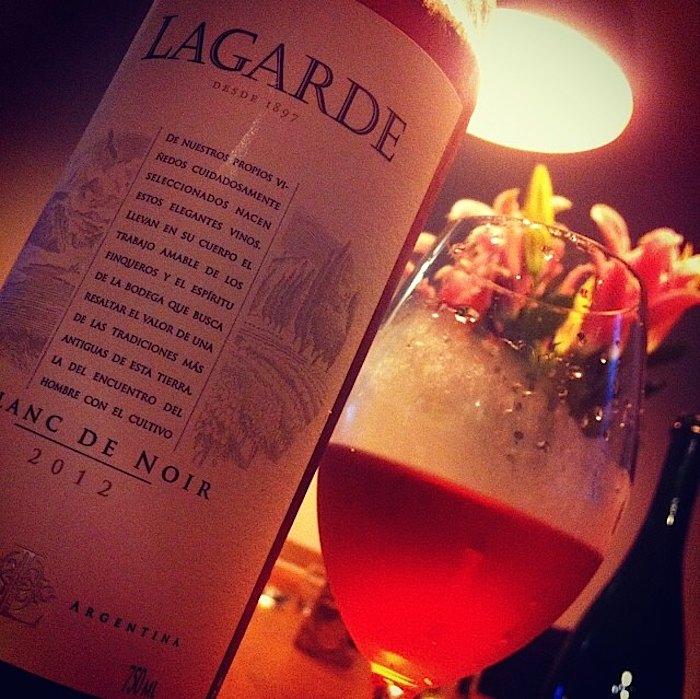 Que tal beber um vinho rosé para variar?